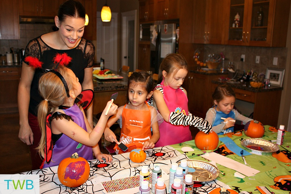 Pumkin decorating fun!