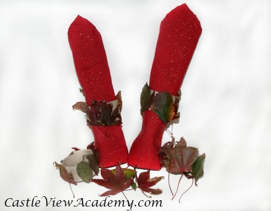 easy-fall-napkin-rings-by-castleviewacademy-are-perfect-for-the-thanksgiving-table